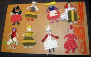 Lalki ubrane wstroje inspirowane strojem kołbielskim - przez uczestników Etnoprojektu dla najmłodszych.