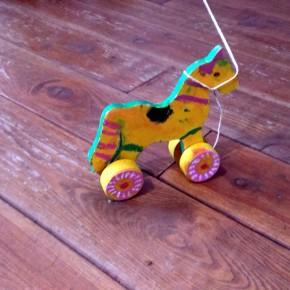 Zabawki ludowe – koniki, fot. Joanna Kościańska