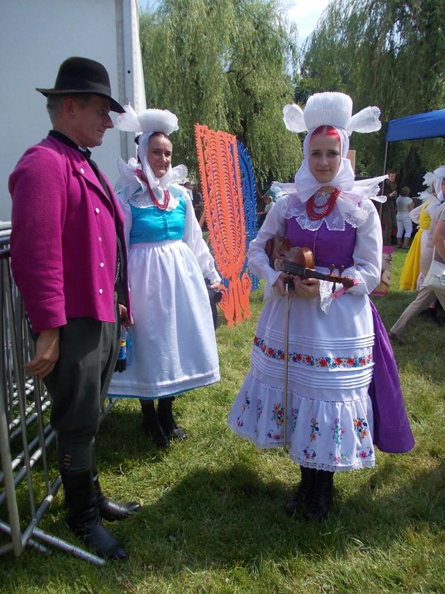 Biskupianie z Krobi w strojach. Ogólnopolski Festiwal Kapel i Śpiewaków Ludowych w Kazimierzu Dolnym, czerwiec 2014 r., fot. M. Kunecka