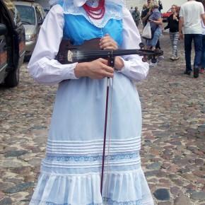Biskupianka w stroju. Ogólnopolski Festiwal Kapel i Śpiewaków Ludowych w Kazimierzu Dolnym, czerwiec 2014 r., fot. D. Kunecki