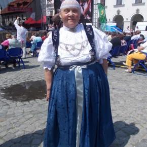 """Irena Klimczak, Zespół Regionalny """"Czantoria"""" z Ustronia. Ogólnopolski Festiwal Kapel i Śpiewaków Ludowych w Kazimierzu Dolnym, czerwiec 2014 r., fot. D. Kunecki"""