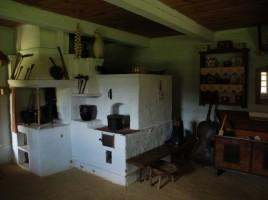 Muzeum Kultury Ludowej w Kolbuszowej Wnętrze lasowiackiej chałupy ze wsi Jeziórko z XIX wieku. Fot. Z.Nawrocka