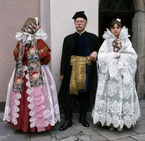 Stroje żywieckie, fot.St. Gadomski. Zezbiorów Muzeum Miejskiego wTychach, www.strojeludowe.net