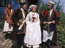 Stroje Krakowiaków Wschodnich, fot. St. Gadomski, fotografia ze zbiorów Muzeum Miejskiego w Tychach